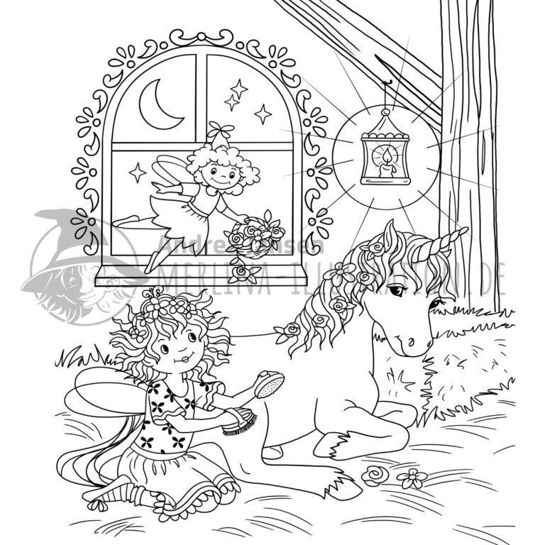 Prinzessin Lillifee sitzt mit Striegel-Bürste neben dem Einhorn Rosalie im Stall. Darüber fliegt die Fee Bella.
